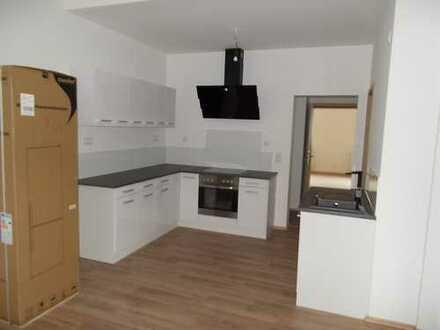 Erstbezug nach Sanierung: exklusive 2,5-Zimmer-Wohnung mit Einbauküche in Erlangen