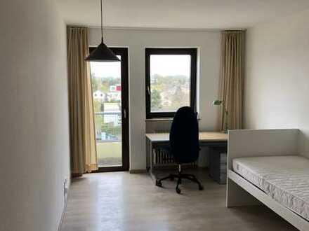 Renovierte Wohnung; sichere Kapitalanlage mit über 4 % Rendite; zentrales Apartment mit Balkon