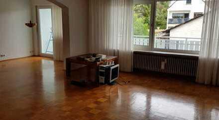 Schöne 4-Zimmer-Wohnung mit großem Balkon