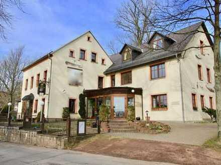 Restaurant mit großer Wohnung im Haus und Pension