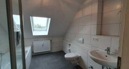 Großzügige, neuwertige, helle 3 Zimmer-Wohnung mit Ankleidezimmer in TOP Lage