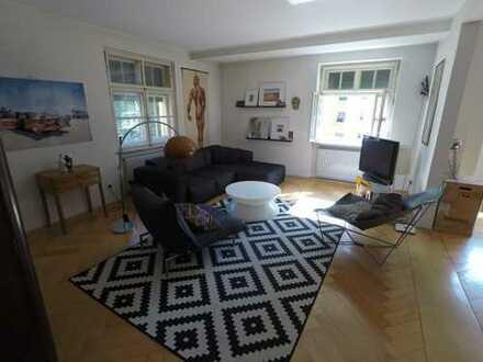 Liebhaberobjekt - sehr charmante 4-Zimmer-Altbauwohnung