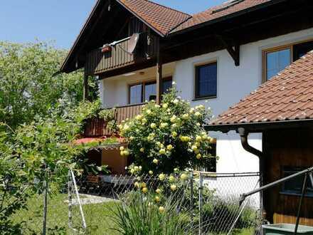 Helle-attraktive- drei Zimmerwohnung mit Balkon u.eigenen Garten