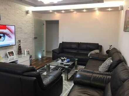 Traumhaft schöne voll möblierte Wohnung, modern mit eigener Garten ! American people are welcome