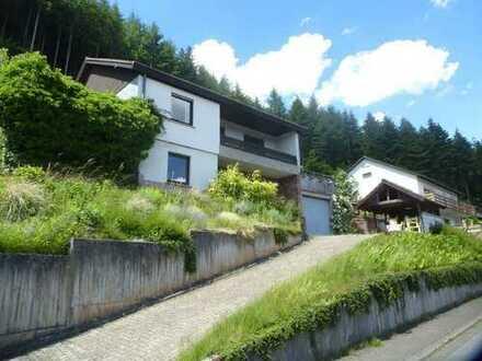 Ruhig gelegenes Ein-Zweifamilienhaus mit tollem Ausblick