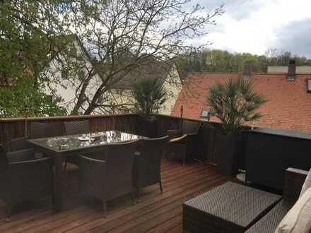 Schöne, ruhige 100 qm Wohnung + 28 qm Terrasse mit Blick ins Grüne, tolle Einbauküche, Dechbetten, D