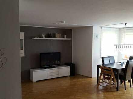 Gepflegte Wohnung mit vier Zimmern sowie Balkon und Kellerraum Einbauküche in Mössingen-Bästenhardt