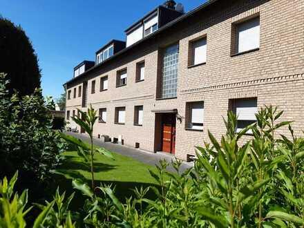 Dachgeschosswohnung mit drei Zimmern zum Verkauf in Köln-Porz-Lind