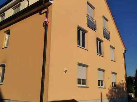 Erschwingliche und gepflegte 4-Zimmer-Wohnung mit Einbauküche und Balkon in Freisbach