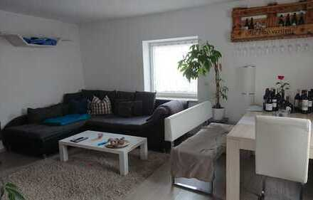 Neuwertige Wohnung mit vier Zimmern und Balkon in Altdorf