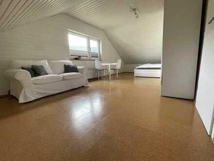 Frisch renovierte 1-Zimmer Dachgeschosswohnung