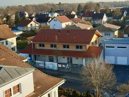 Erstbezug: ansprechende Doppelhaushälfte in Ettringen