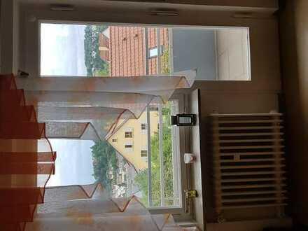 Helles Studentenzimmer in freundlicher Atmosphäre und super Lage zu vermieten