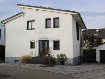 Neuwertiges Einfamilienhaus mit Einliegerwohnung in Weiterstadt