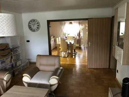 Freundliche 4-Zimmer-Wohnung in einem 3-Familienhaus mit Balkon in Oedheim