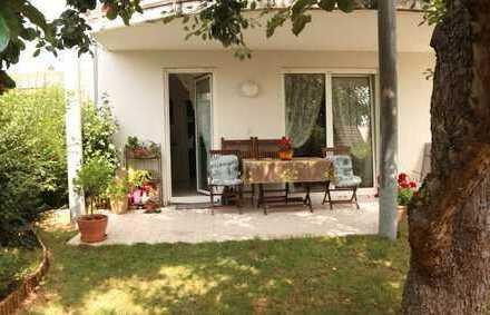 Schöne 3 Zimmer Erdgeschoss Wohnung mit EBK, 2x Stellplatz sowie Terrasse und Garten in Gärtringen