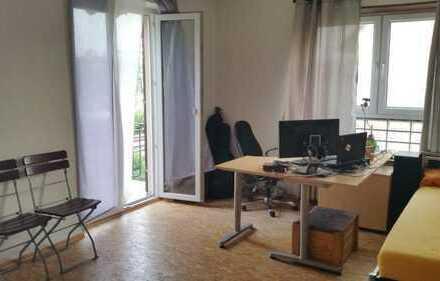 Möbliertes 20qm WG-Zimmer mit sonnigem Balkon in Top Lage