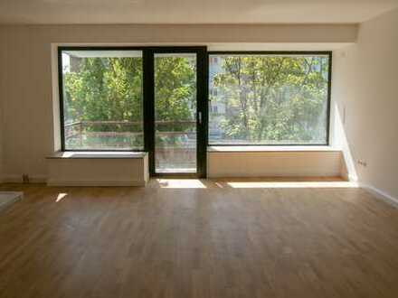 KOMPLETT Sanierte 2-Zi.-Wohnung mit Balkon. TOP-LAGE