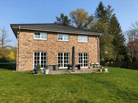 **Attraktives, familienfreundliches Stadthaus auf schönem Grundstück in Lemsahl**Baujahr 2017