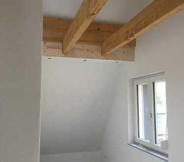 Erstbezug nach Sanierung mit EBK: ansprechende 4-Zimmer-Penthouse-Wohnung in Leipheim