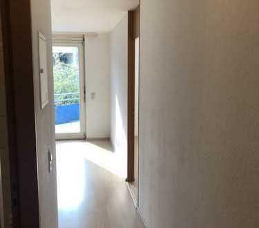 Stilvolle, gepflegte 2-Zimmer-Wohnung mit Balkon und EBK in Esslingen-Berkheim