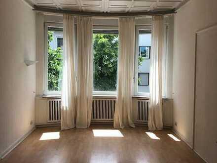 3 Zimmer-Wohnung u. Büro o. Praxis, idealerweise in zentral gelegenen, großzügigen Altbau-Räumen in