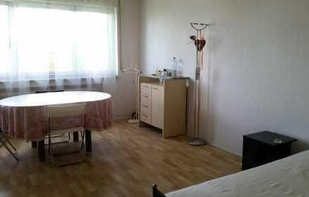Helles möbliertes Zimmer mit Balkon im Zentrum Karlsruhes