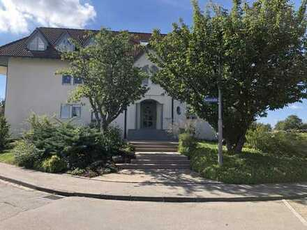 Helle, ruhige 4-Zimmer-Wohnung im Grünen mit Balkon und EBK in Weil im Schönbuch