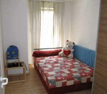 Stilvolle, geräumige 1-Zimmer-Wohnung mit Balkon und Einbauküche in Riem, München