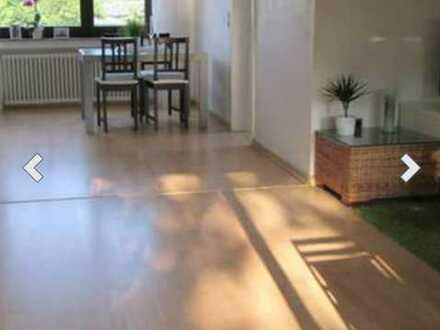 Möbliertes Zimmer in heller, ruhiger & moderner 94qm Wohnung