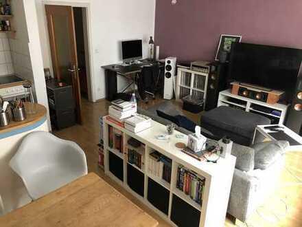 Schöne zwei Zimmer Wohnung mitten auf der Severinstraße