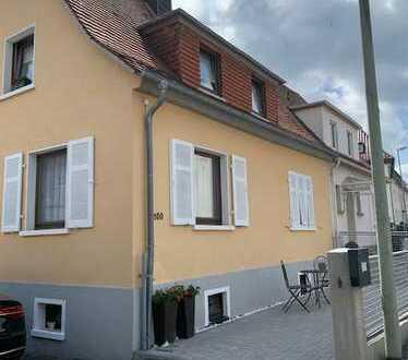 Doppelhaushälfte inkl. 2 Wohnungen und im UG ausgebaute Nutzfläche in Neu-Anspach