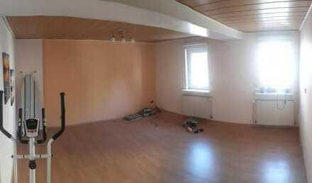 Unmöbliertes Zimmer mit begehbarem Kleiderschrank zu vermieten