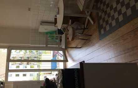 Helles möbliertes Zimmer zur Untermiete in 3er Mädels WG, Alsternah im schönen Stadtteil Uhlenhorst