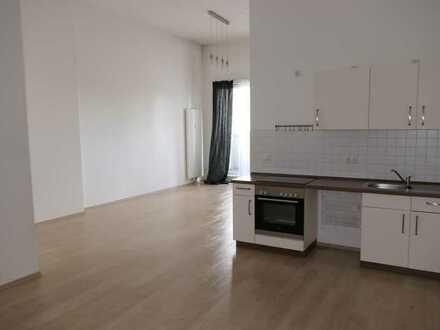 Moderne 2-Zimmer-Wohnung im ehemaligen Konsumwarenhaus am Fennpfuhl mit Balkon und EBK!