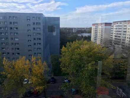 gut geschnittene 4 Zimmer-Wohnung mit großem Süd-West Balkon, 2 Bäder, aktuell vermietet, kündbar