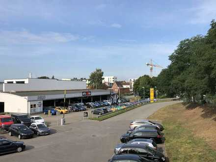 Ehemaliges Autohaus mit Aussenflächen, offener Halle, Ausstellungs- Büro- Werkstatt -Flächen -