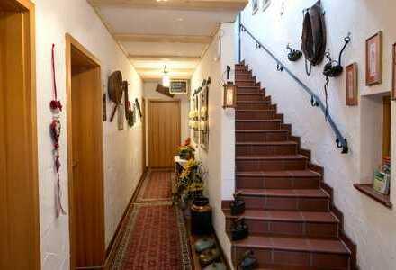 Stilvolle, geräumige 2-Zimmer-Wohnung mit großer Terrasse und Einbauküche in Erlangen