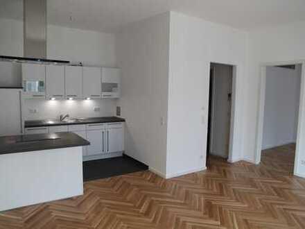Edle und helle Wohnung mit Eichenparkett, Fußbodenheizung und Loggia direkt am Ostkreuz, ruhige Lage
