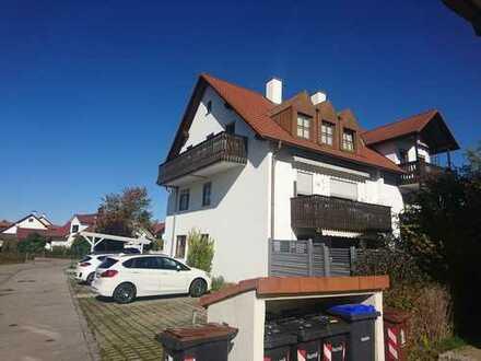Schöne Dachgeschoss-Galerie-Wohnung vom Eigentümer bewohnt. Ideal für Paare oder Singles.