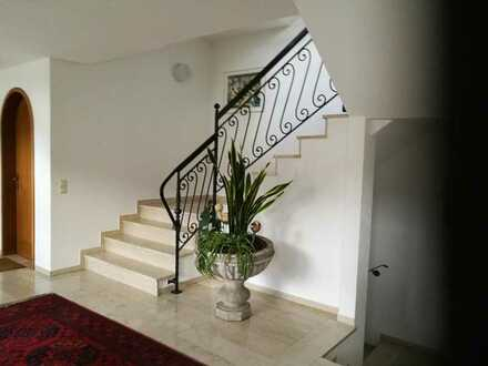 Eleganter Eingangsbereich, ruhige Wohnanlage, ideale Lage in der Stadtmitte.. dazu bieten wir ein...