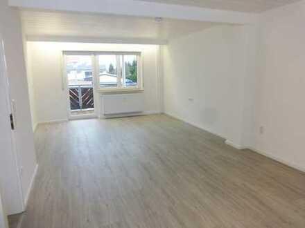 Erstbezug nach Sanierung: attraktive 3-Zimmer-Wohnung mit Einbauküche und Balkon in Breitengüßbach