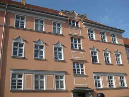 zentrumsnahe 3-Raum-Wohnung mit Südbalkon zum grünen Innenhof - W 14