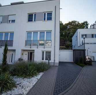 Hochwertig ausgestattete DHH im Charakter eines Architektenhauses, Bad Vilbel