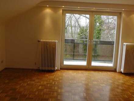 Gepflegte 2,5-Zimmer-Dachgeschosswohnung mit Balkon in Essen
