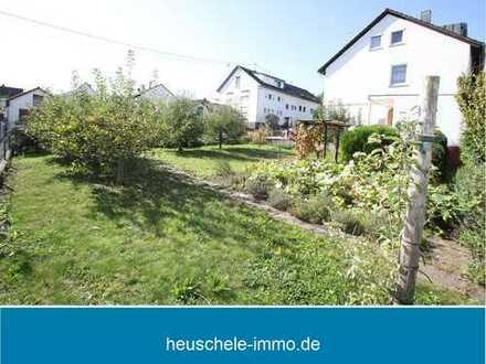 Baugrundstück zur Bebauung mit zwei Einfamilienhäusern, Reihen-, Doppel- bzw. Mehrfamilienhäusern