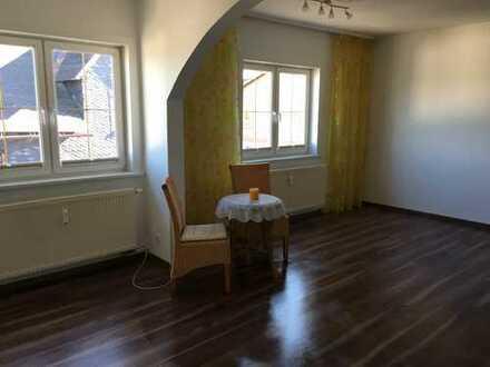 Vollständig renovierte 3-Zimmer-Maisonette-Wohnung mit Einbauküche in Masserberg, auch WG geeignet!