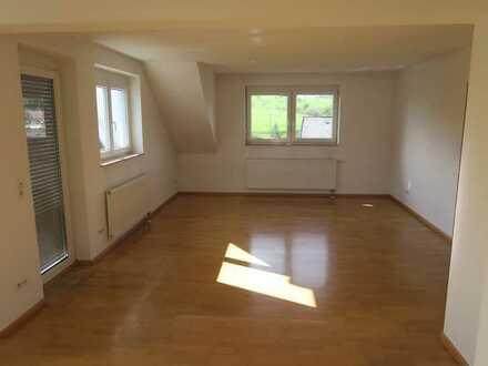 Schöne, helle 4-Zimmer-Dachgeschosswohnung mit Balkon