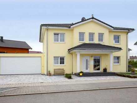 Traumhaus auf großzügigem Grundstück und Dreifachgarage zu verkaufen!