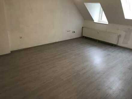 Erstbezug nach Sanierung: günstige 4-Zimmer-DG-Wohnung in Erle